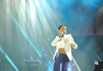 2684249-alicia-keys-monster-ces-2-617px